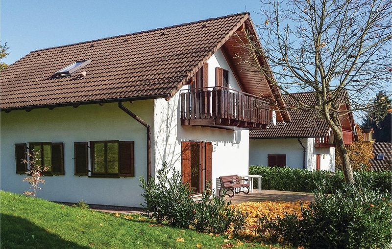 Awesome home in Kirchheim with 5 Bedrooms (DHE184), location de vacances à Neukirchen