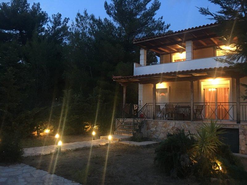 Maisonnette D'Amira!, location de vacances à Avlonari