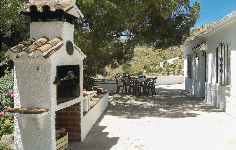 Beautiful home in El Borge with WiFi and 2 Bedrooms (EAN135), holiday rental in Benamocarra