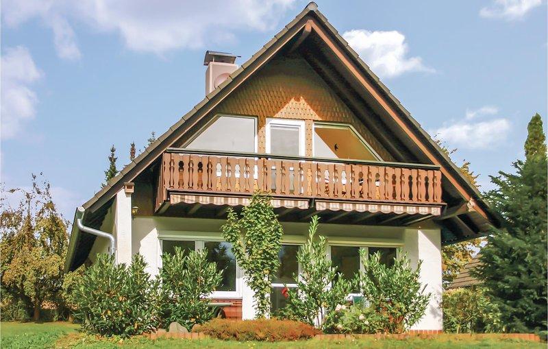 Beautiful home in Oberaula OT Hausen with 4 Bedrooms (DHE210), location de vacances à Neukirchen