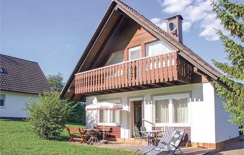 Beautiful home in Oberaula OT Hausen with 3 Bedrooms (DHE212), location de vacances à Neukirchen
