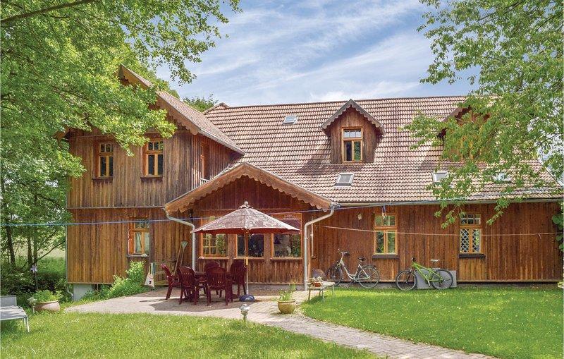 Stunning home in Dautphetal w/ WiFi and 1 Bedrooms (DHE207), casa vacanza a Biedenkopf