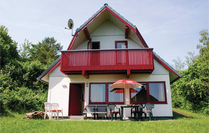Stunning home in Kirchheim with 3 Bedrooms (DHE190), holiday rental in Schlitz