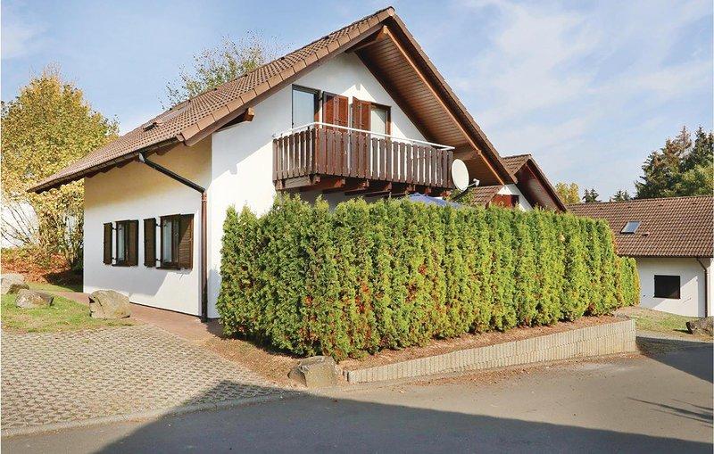 Amazing home in Kirchheim with 5 Bedrooms (DHE192), location de vacances à Neukirchen