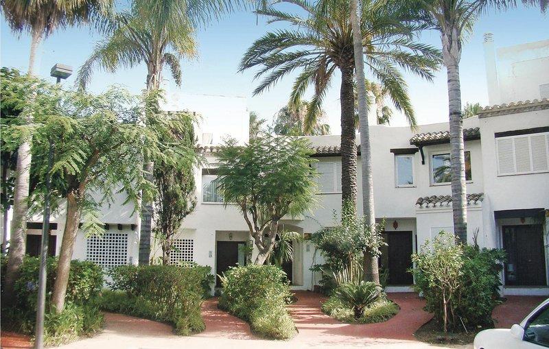 Amazing home in Estepona with 3 Bedrooms (EAN259), holiday rental in Benamara