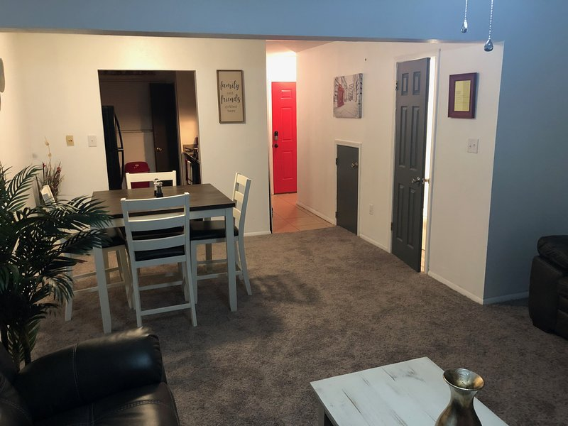 Entire 2 bed 2 bath Town Home mins away from LSU, Top Golf and major shopping, holiday rental in Baton Rouge
