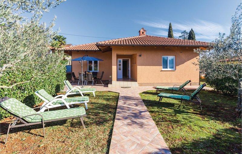 Beautiful home in Savudrija with WiFi and 3 Bedrooms (CIU243), location de vacances à Basanija