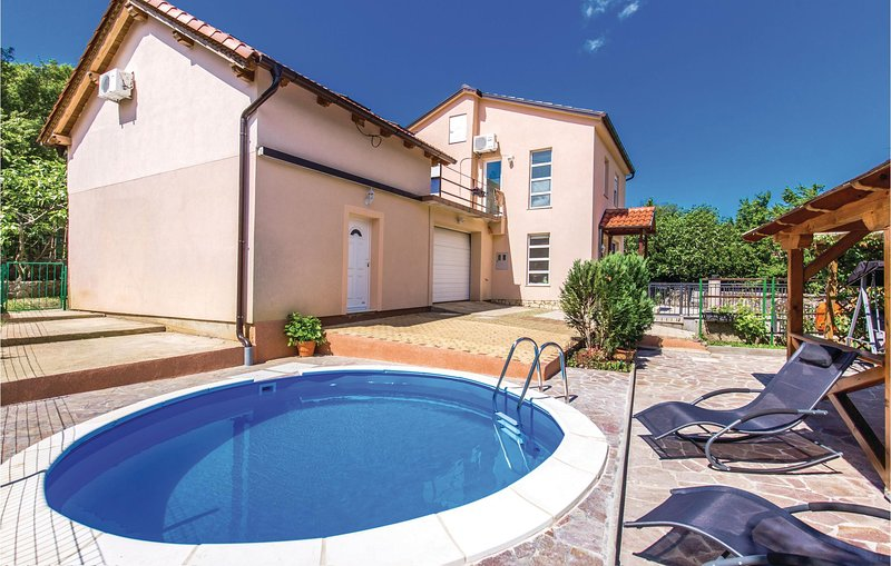 Nice home in Tribalj with WiFi and 2 Bedrooms (CKC883), location de vacances à Tribalj
