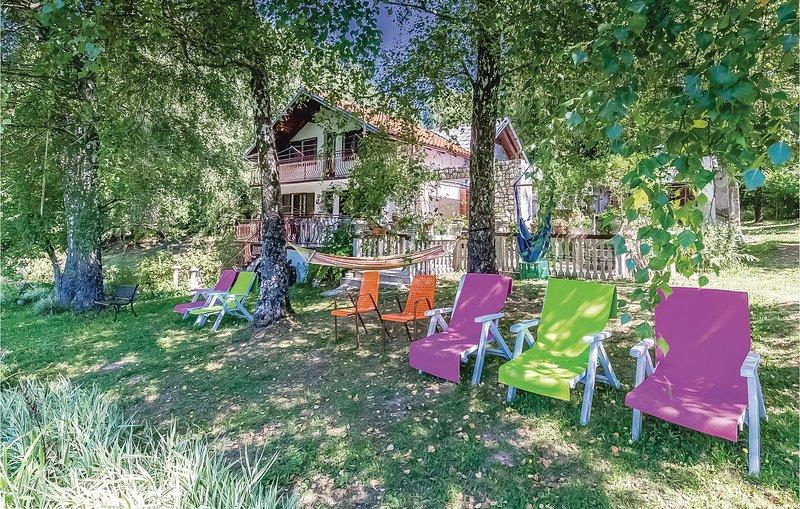 Nice home in Ledenice with 4 Bedrooms (CKN426), alquiler vacacional en Breze