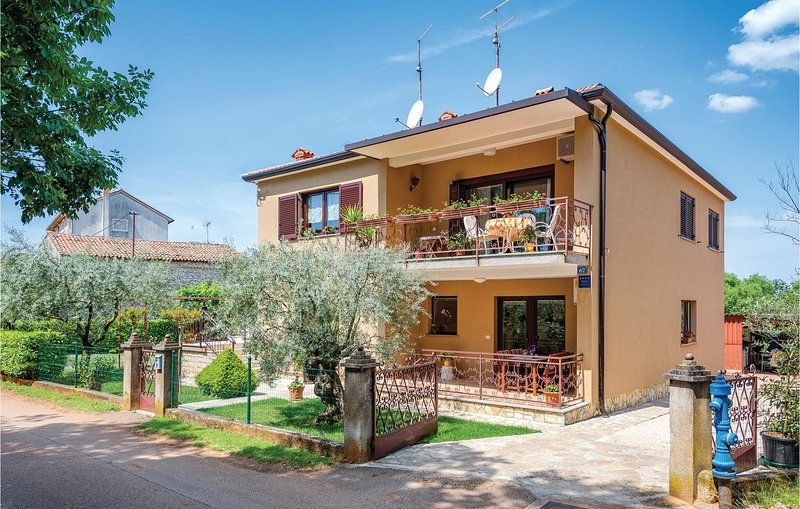 Stunning home in Umag with WiFi and 1 Bedrooms (CIU369), holiday rental in Radini