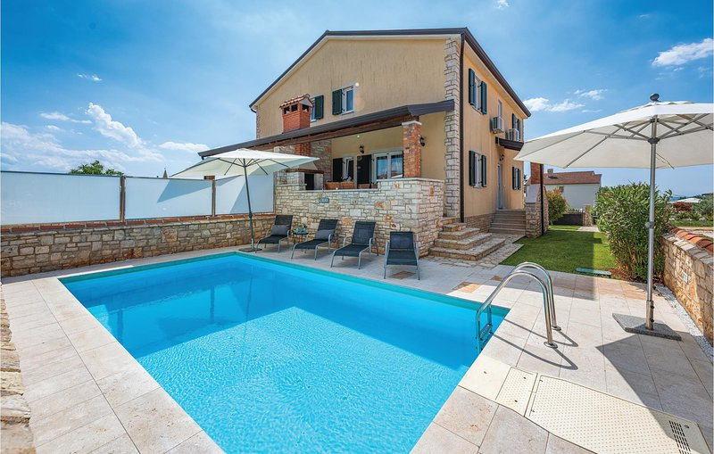 Nice home in Lovrecica with WiFi and 3 Bedrooms (CIU481), holiday rental in Lovrecica