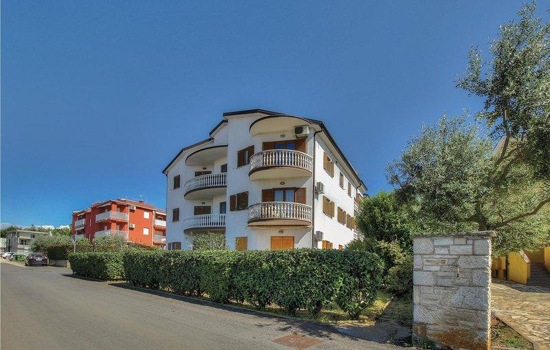 Nice home in Zambratija with WiFi and 2 Bedrooms (CIU599), holiday rental in Zambratija