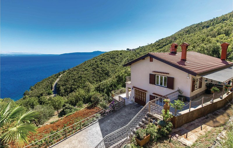 Stunning home in Medveja with WiFi and 3 Bedrooms (CKO212), casa vacanza a Medveja
