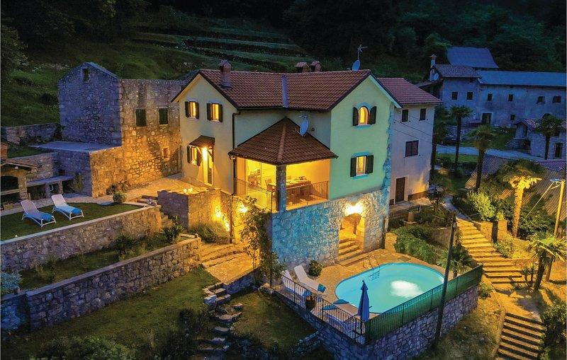 Nice home in Lovranska Draga with WiFi and 4 Bedrooms (CKO261), casa vacanza a Ucka Nature Park