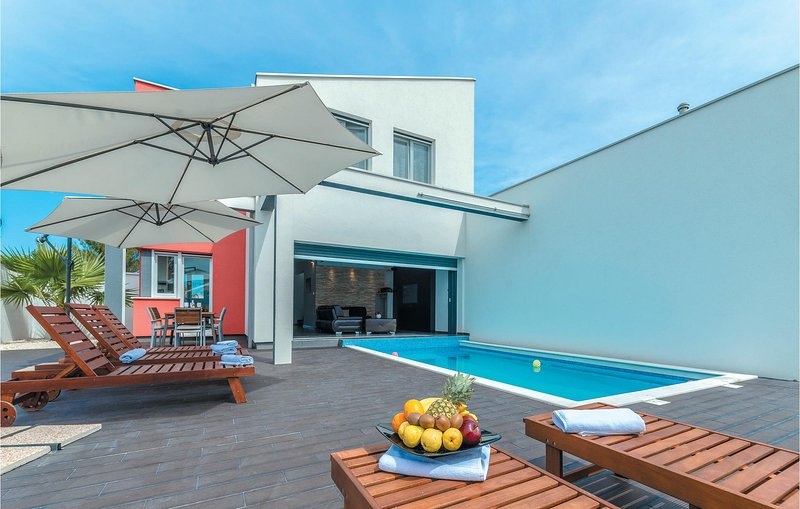 Zeer bijzonder moderne villa (CDZ318), aluguéis de temporada em Vrsi