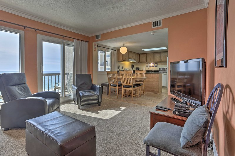 Oceanfront PCB Condo w/ 2 Balconies & Pool Access!, holiday rental in Carillon Beach