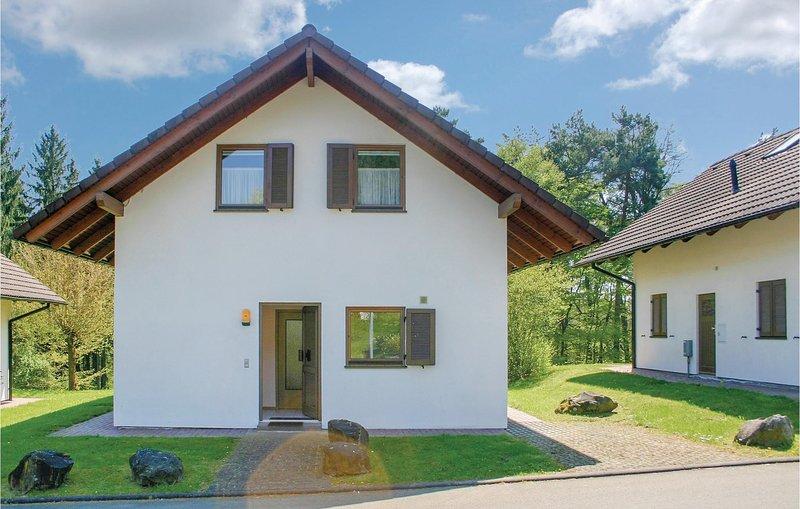 Amazing home in Kirchheim with 5 Bedrooms (DHE174), location de vacances à Neukirchen