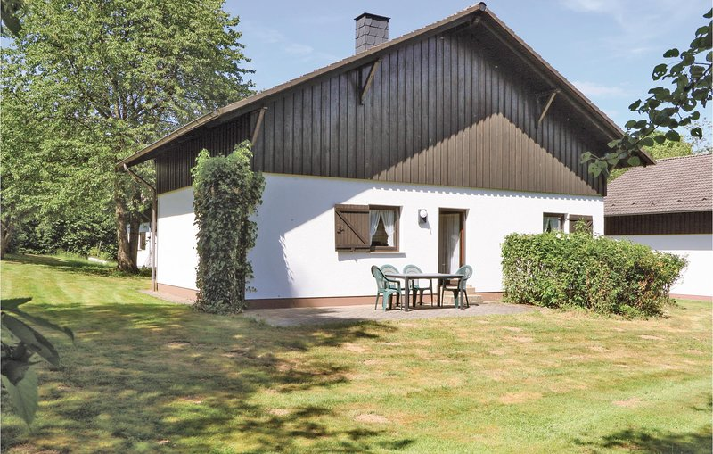 Beautiful home in Thalfang with 2 Bedrooms and WiFi (DHU209), holiday rental in Thalfang