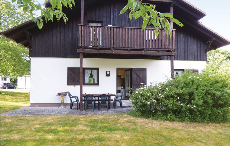 Beautiful home in Thalfang with 4 Bedrooms and WiFi (DHU227), holiday rental in Schwollen