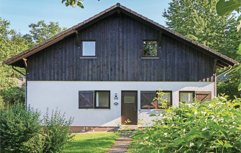 Beautiful home in Thalfang with 4 Bedrooms (DHU232), holiday rental in Thalfang