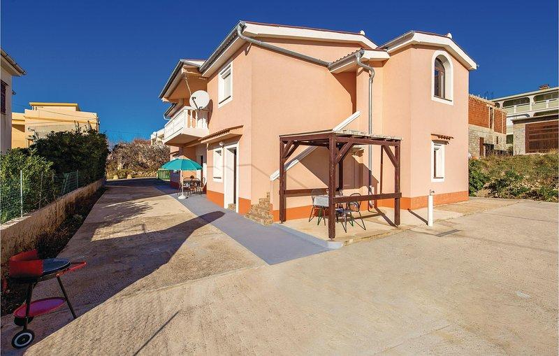 Amazing home in Pag with WiFi and 3 Bedrooms (CKP744), alquiler de vacaciones en Pag