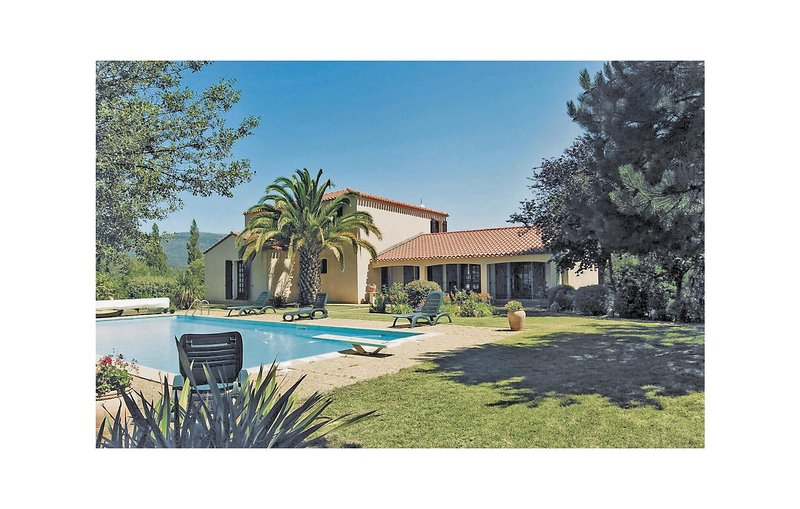 Nice home in Prades with WiFi and 5 Bedrooms (FLP014), holiday rental in Rigarda