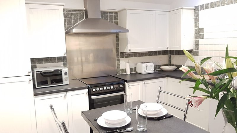Very Spacious 5 Bedroom Apartment close to Donnington Bridge, vacation rental in Littlemore