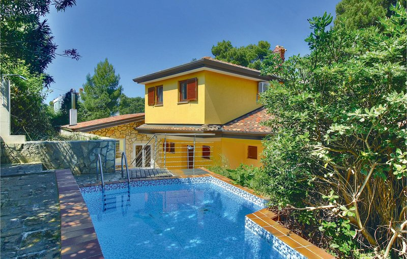 Amazing home in Buje with WiFi and 3 Bedrooms (CIU136), location de vacances à Momjan
