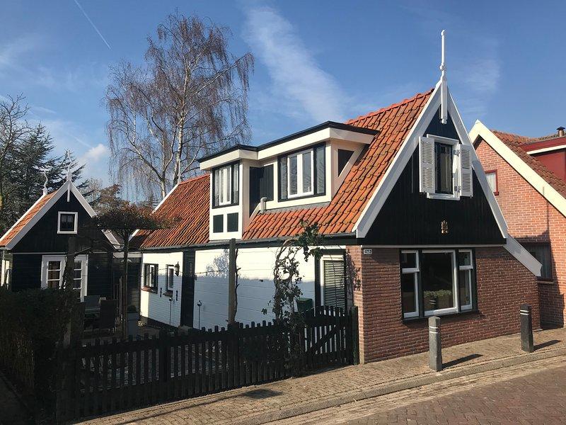Vakantiehuis Noord-Holland, Dorpswoning uit 1858, Zuid-Scharwoude, Ferienwohnung in Koggenland