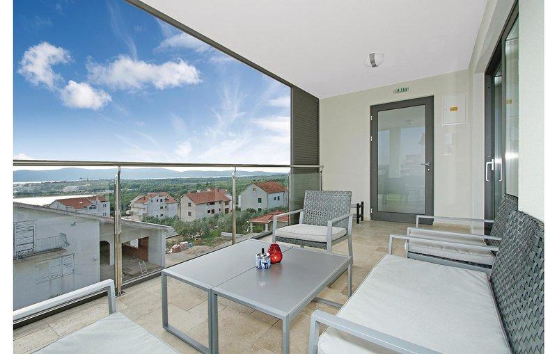 Amazing home in Sibenik with WiFi and 3 Bedrooms (CDJ527), aluguéis de temporada em Brodarica