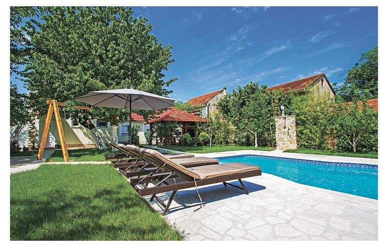 Stunning home in Knin with WiFi and 5 Bedrooms (CDJ555), holiday rental in Vrlika
