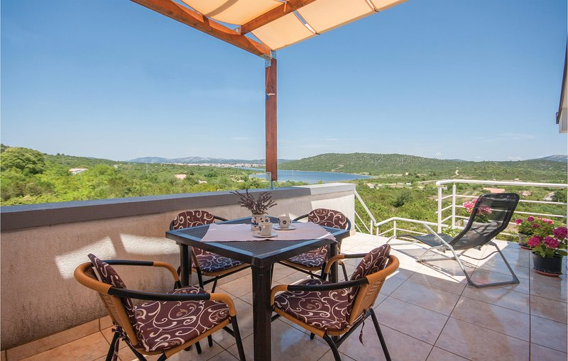Beautiful home in Tisno with WiFi and 1 Bedrooms (CDJ531), casa vacanza a Pirovac