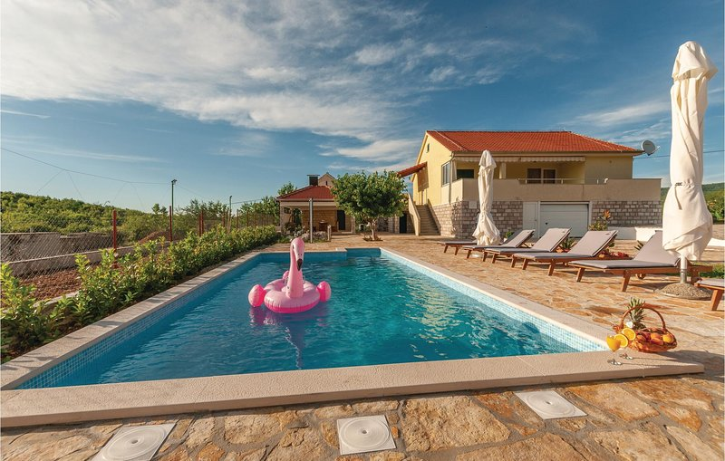 Stunning home in Cvrljevo with WiFi and 3 Bedrooms (CDJ557), holiday rental in Radunic