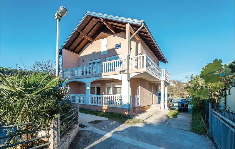 Awesome home in Bilice with WiFi and 2 Bedrooms (CDJ577), casa vacanza a Bilice