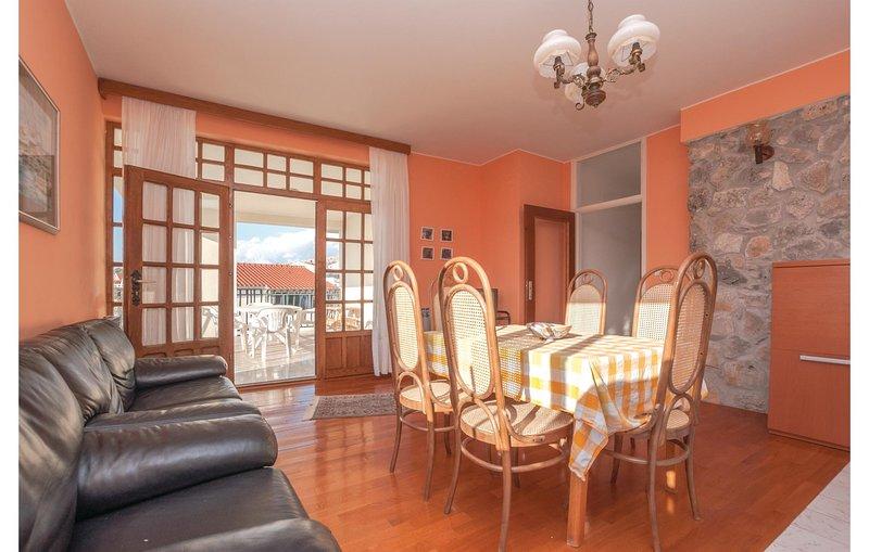 Beautiful home in Zaboric with WiFi and 3 Bedrooms (CDJ559), location de vacances à Zaboric
