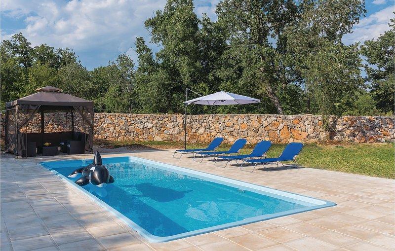 Amazing home in Siritovci w/ WiFi and 2 Bedrooms (CDV098), holiday rental in Pakovo Selo