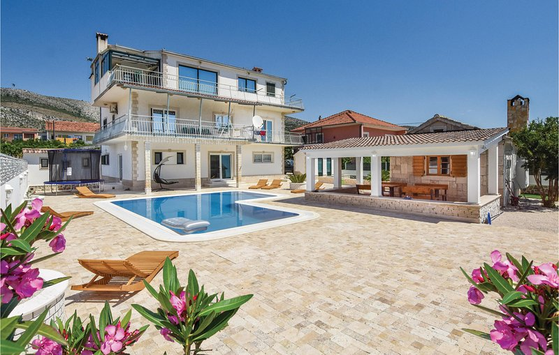 Awesome home in Seget Donji with Sauna, WiFi and 2 Bedrooms (CDF475), location de vacances à Gornji Seget