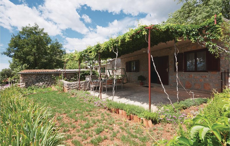 Awesome home in Starigrad Paklenica with 1 Bedrooms (CDZ404), casa vacanza a Seline