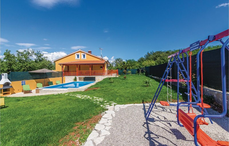 Beautiful home in Motovun with WiFi and 3 Bedrooms (CIC308), holiday rental in Diklici