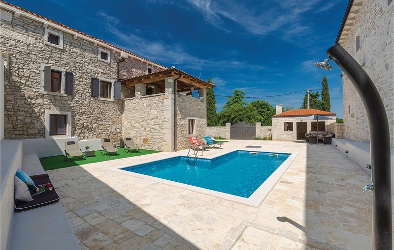 Amazing home in Korenici with WiFi and 5 Bedrooms (CIC323), holiday rental in Kanfanar