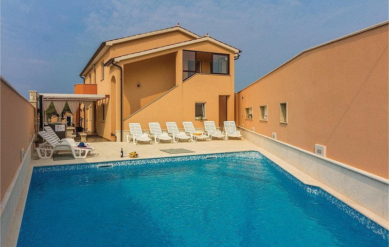 Beautiful home in Galizana with WiFi and 3 Bedrooms (CIC506), holiday rental in Galizana