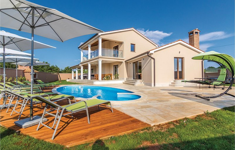 Stunning home in Bibici with Jacuzzi, Sauna and 4 Bedrooms (CIC408), holiday rental in Bibici