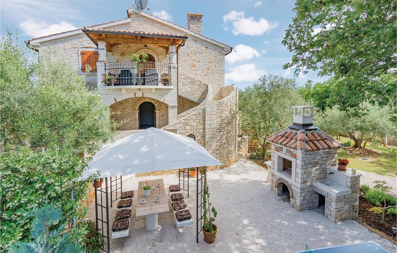 Stunning home in Heraki with WiFi and 2 Bedrooms (CIC413), location de vacances à Sveti Lovrec