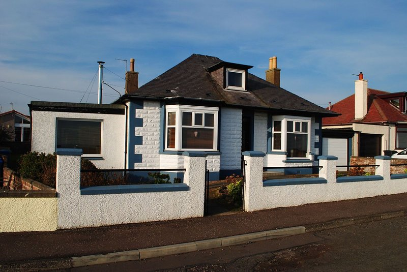 Stronvar - Sleeps 8 house with stunning views, vacation rental in Pittenweem
