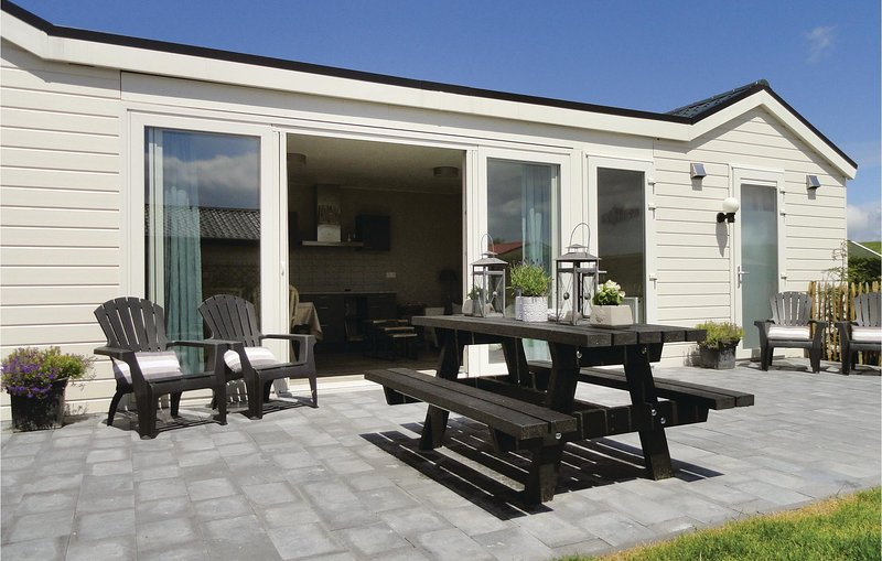 Awesome home in Sint-Annaland with Sauna, WiFi and 2 Bedrooms (HZE067), alquiler vacacional en Stavenisse
