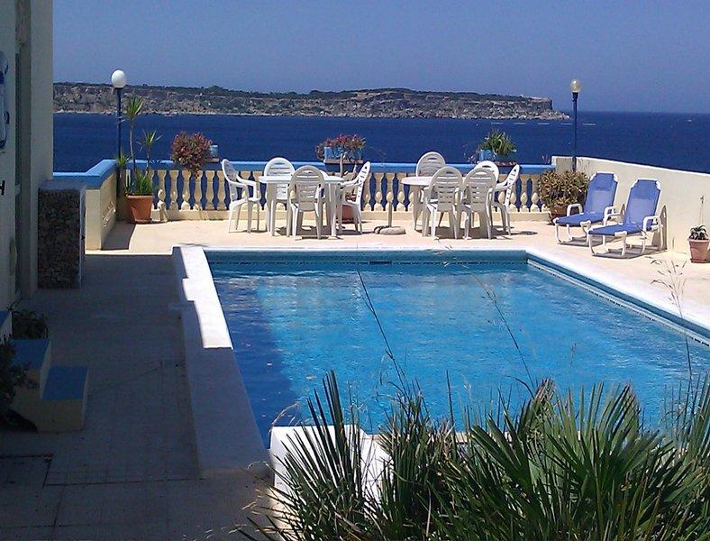 Fantastic Sea View Villa in Mellieha, Close to the Beach, 4 Bedrooms with A/C, alquiler vacacional en Cirkewwa