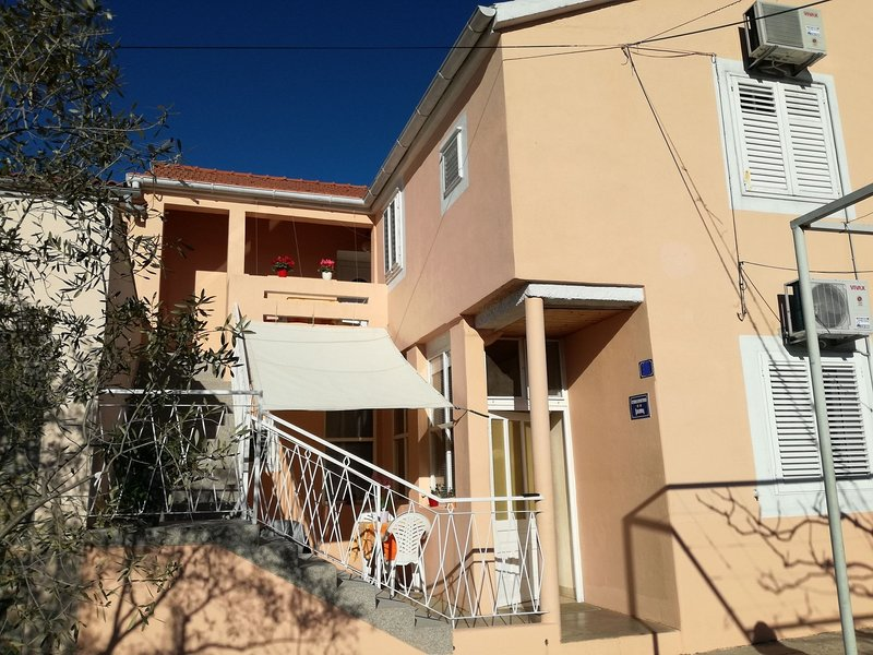 Neno - 100m from the sea: A1(3) - Sutomiscica, holiday rental in Sutomiscica