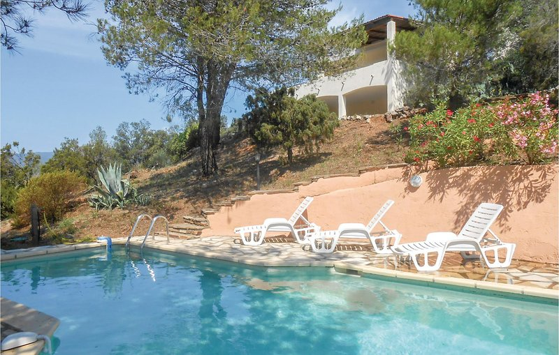 Awesome home in Pierrerue with WiFi, Outdoor swimming pool and 3 Bedrooms (FLH31, holiday rental in Cebazan