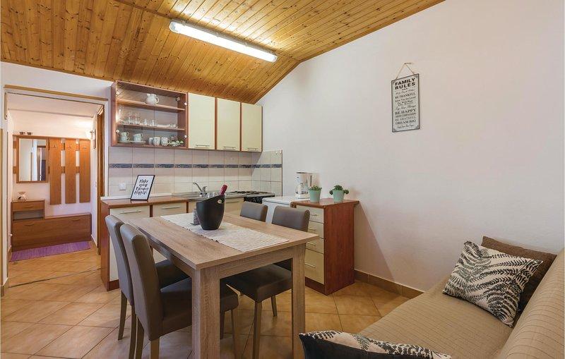 Awesome home in Fazana with WiFi and 1 Bedrooms (CIF490), aluguéis de temporada em Valbandon