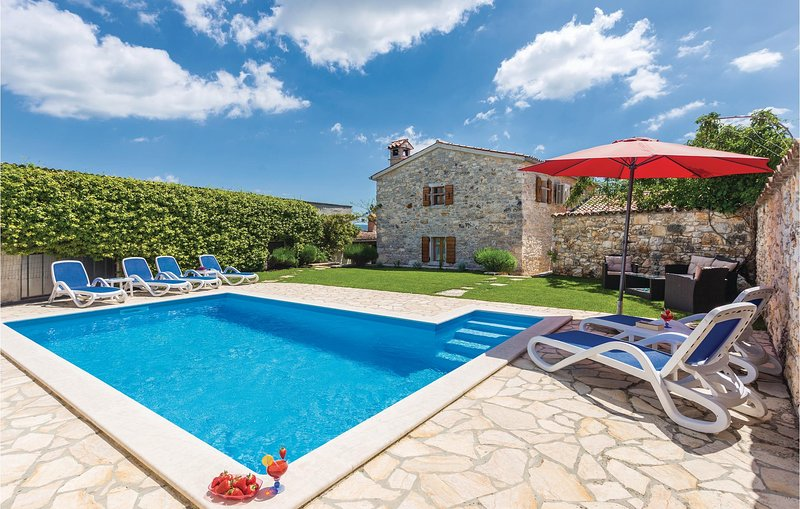 Beautiful home in Regulici with WiFi and 3 Bedrooms (CIL892), location de vacances à Prhati